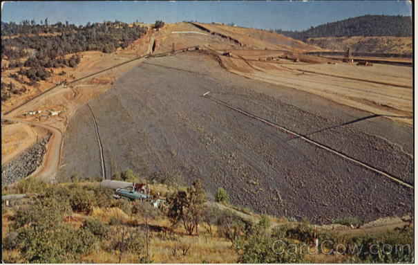 Oroville dam construction 1976 Image: www.cardcow.com