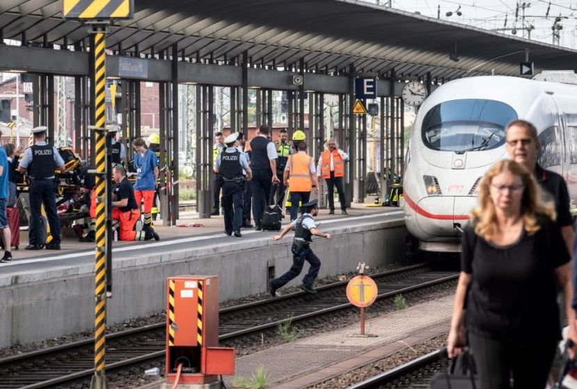 Frankfurt eritean man pushes child in front of train: child dies