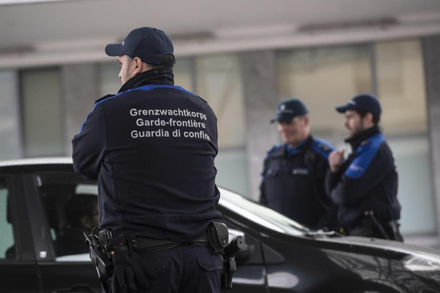 border patrol Switzerland Image swissinfo.ch